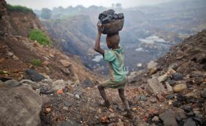 Le Big Apple, Samsung e Sony accusate di sfruttare indirettamente il lavoro dei bambini