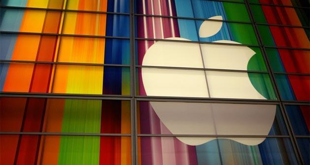 Apple vola, iPhone vendite record