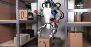 Bill Gates e Elon Musk, nuove tasse per l'uso dei robot e reddito minimo per tutti gli umani