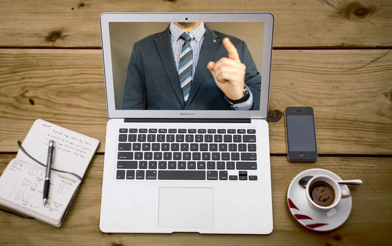 online conference call pigiama produttività