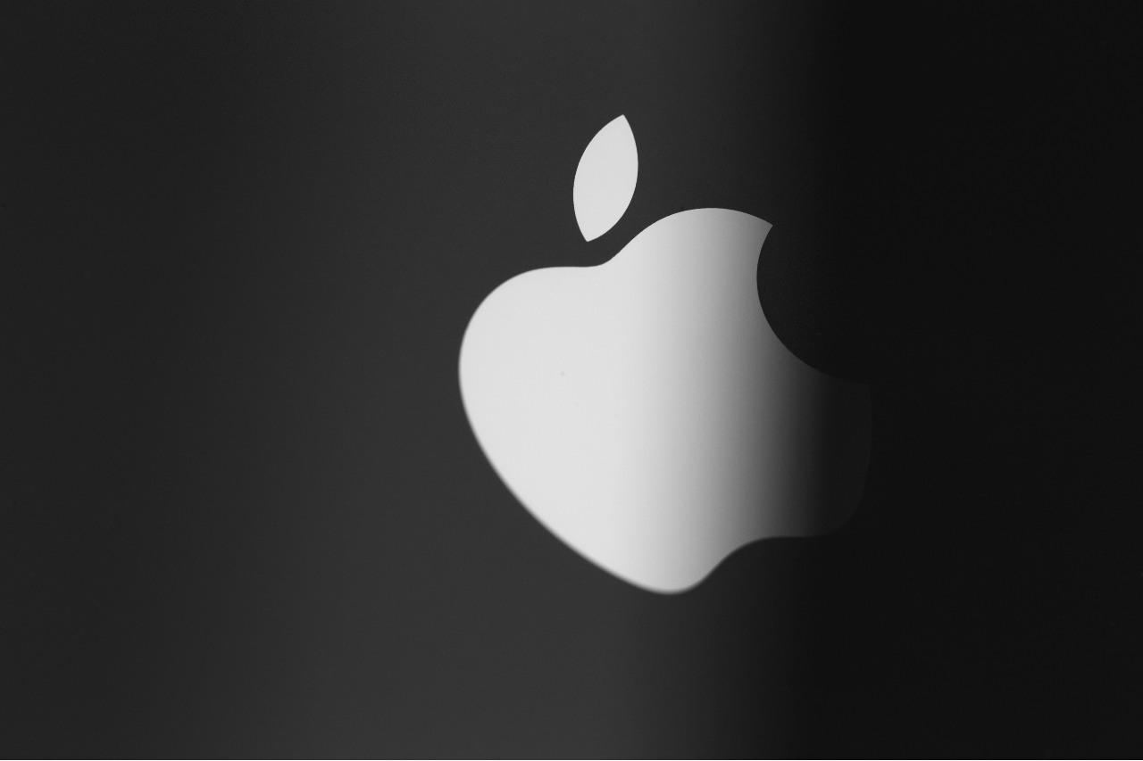 Apple (Adobe Stock)
