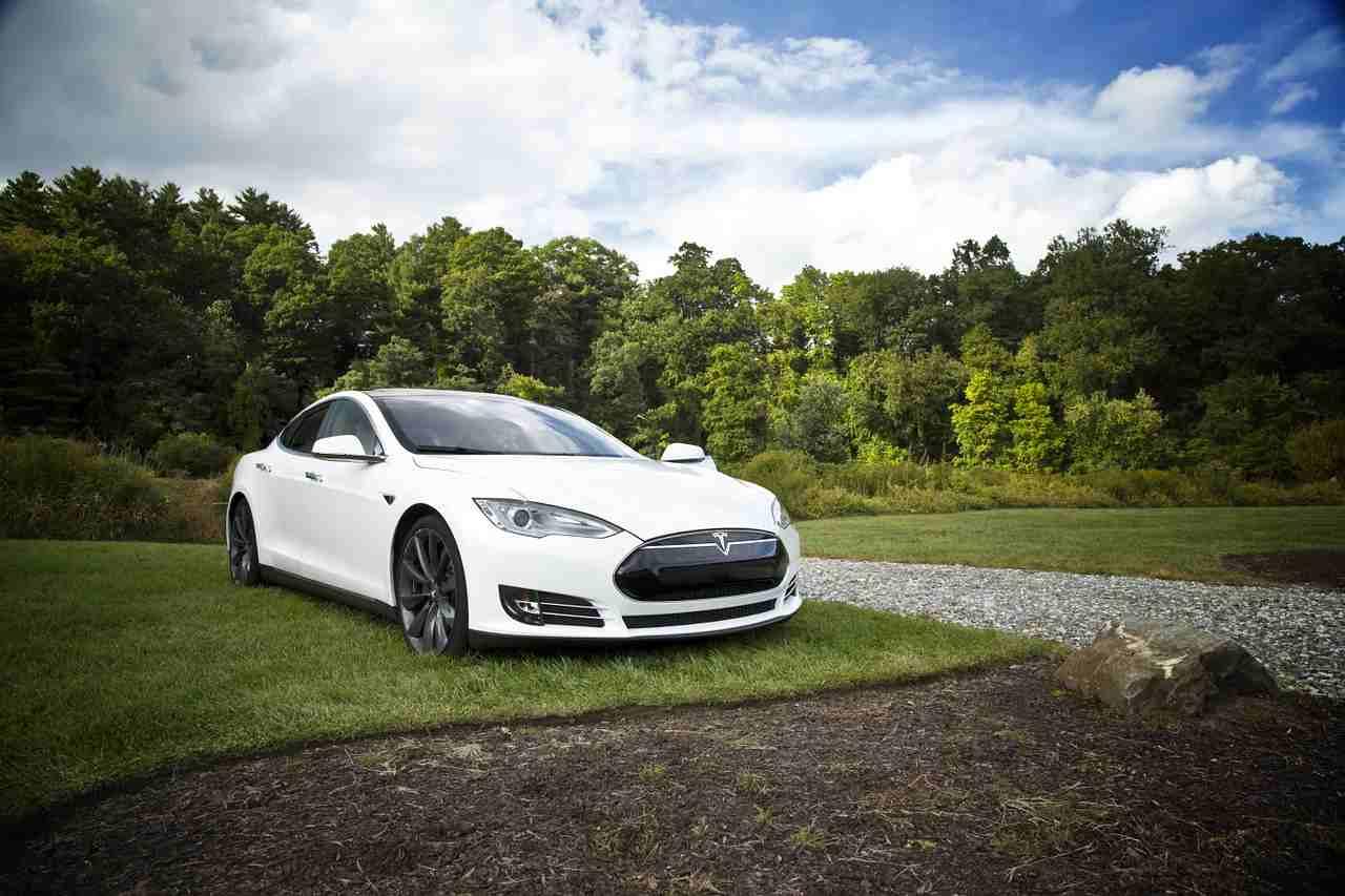 Tesla macchina elettrica