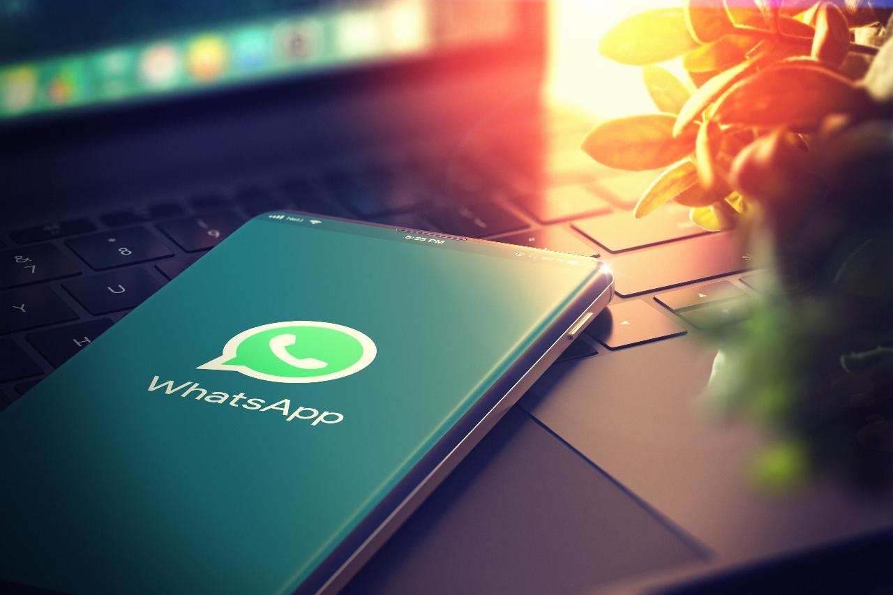 WhatsApp Messenger (Adobe Stock)