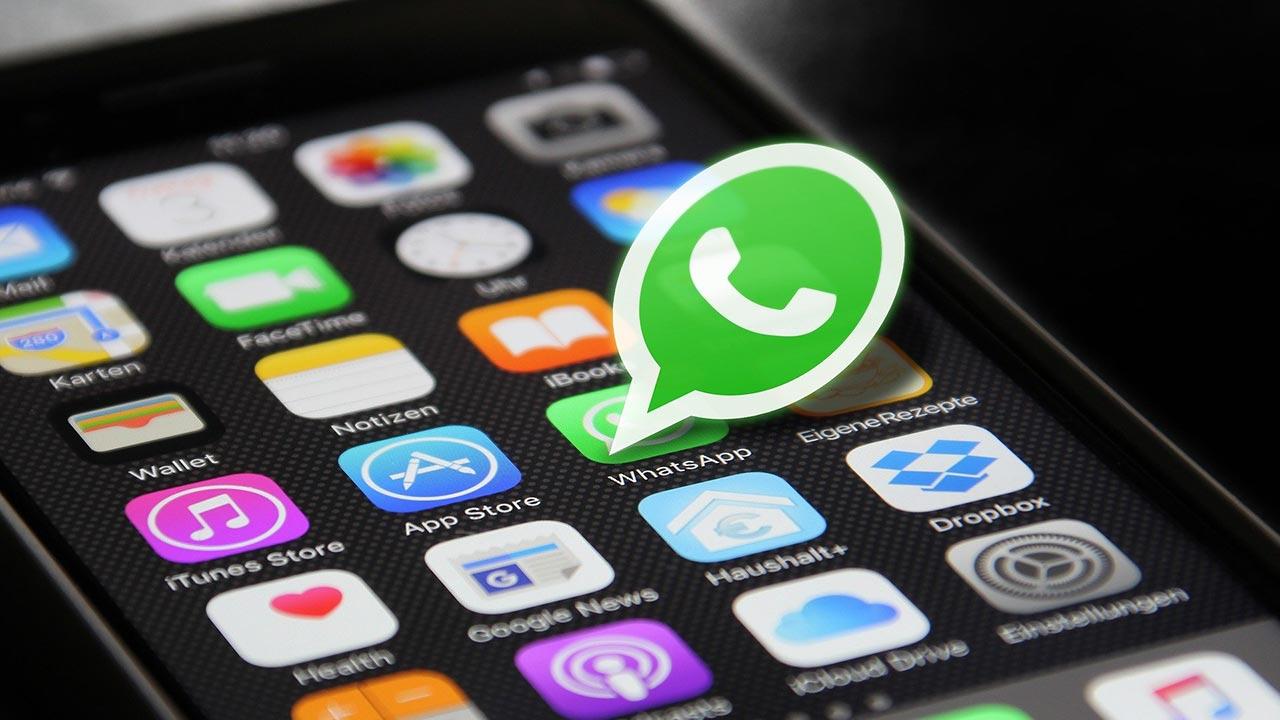condivisione dati Whatsapp Facebook