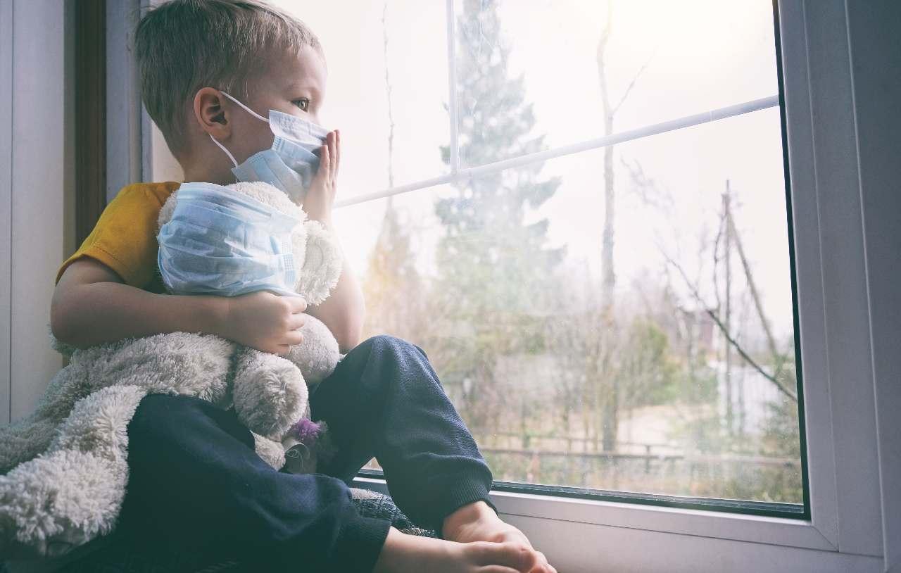 Bambino in quarantena Covid (Adobe Stock)