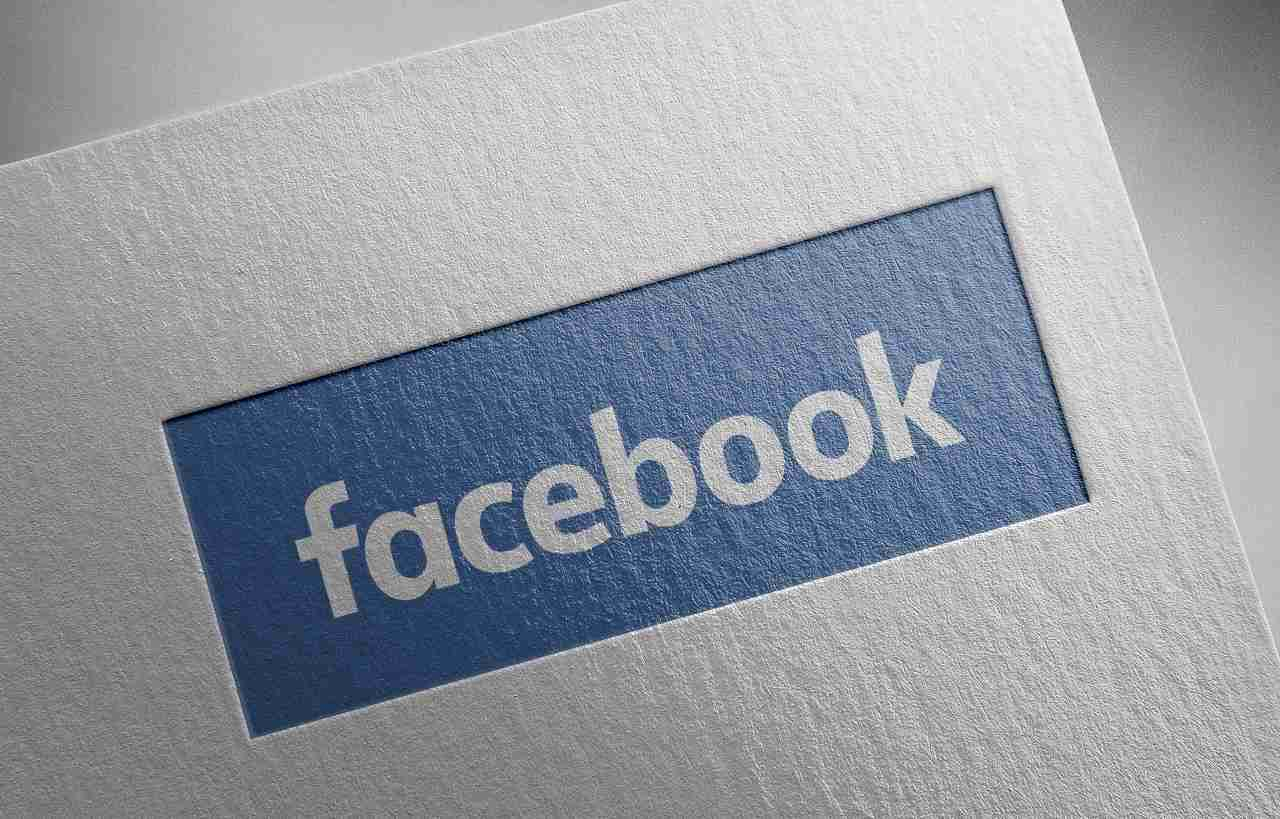 Facebook tag (Adobe Stock)