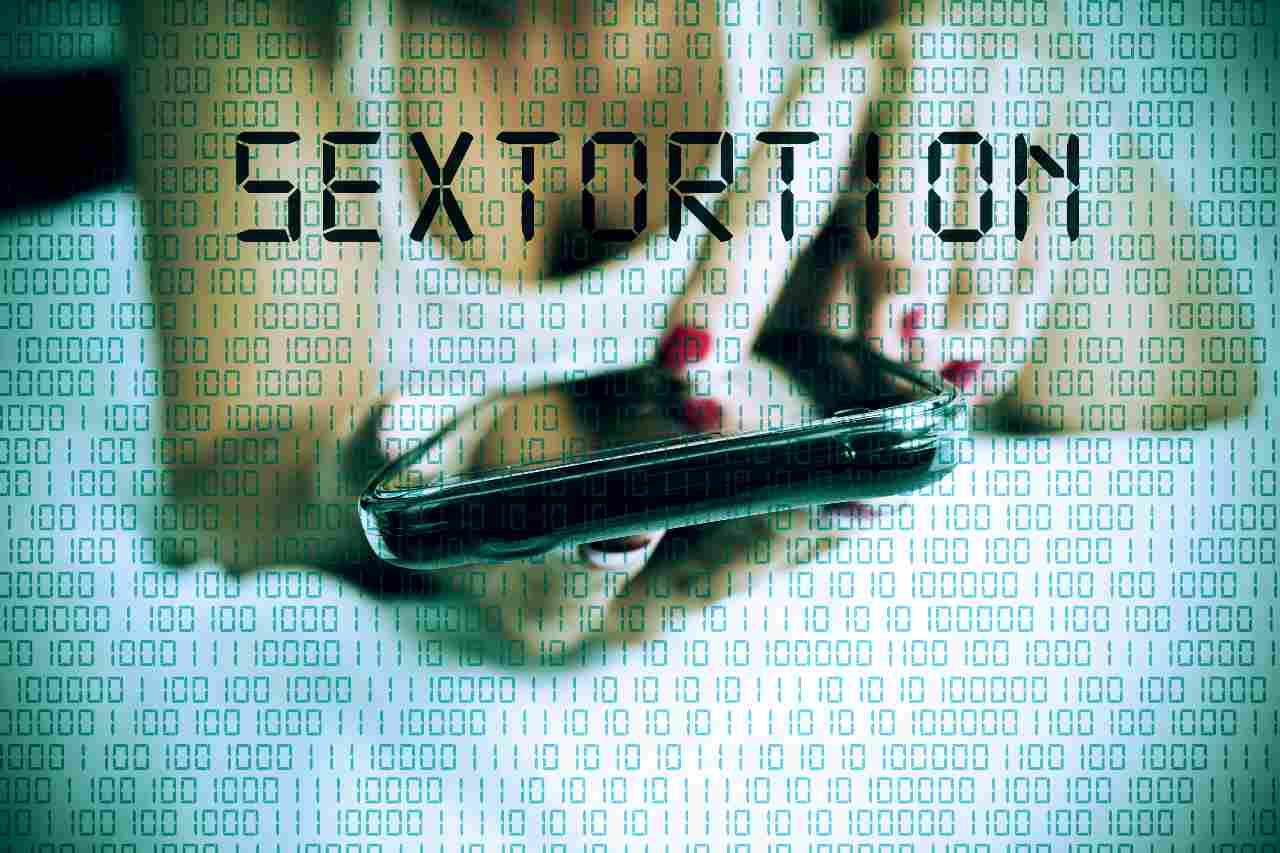 Sextortion, il più diffuso dei reati online (Adobe Stock)