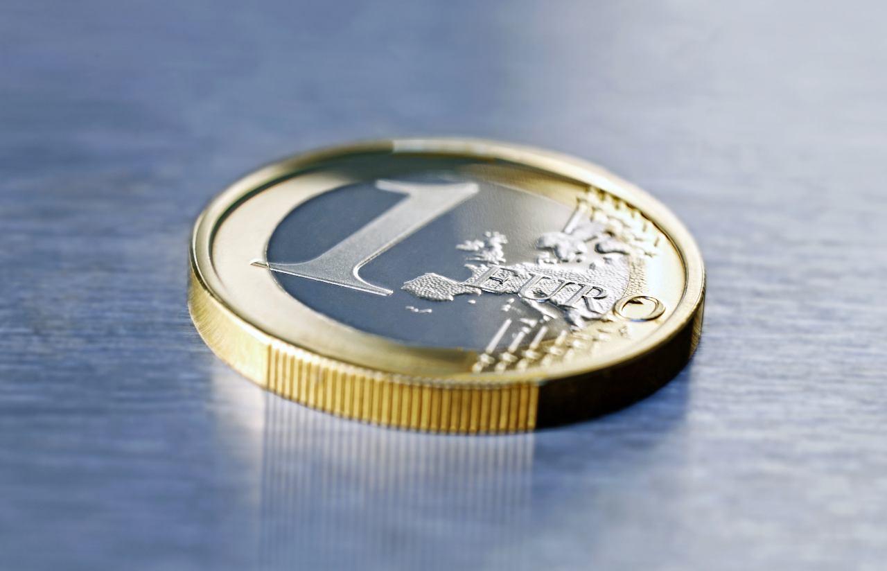 1 euro (Adobe Stock)