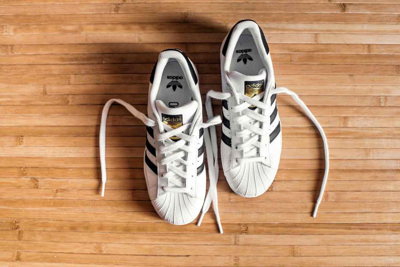 Adidas SuperStar (Adobe Stock)