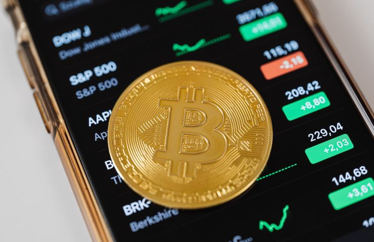 Bitcoin al bando, investimenti OK