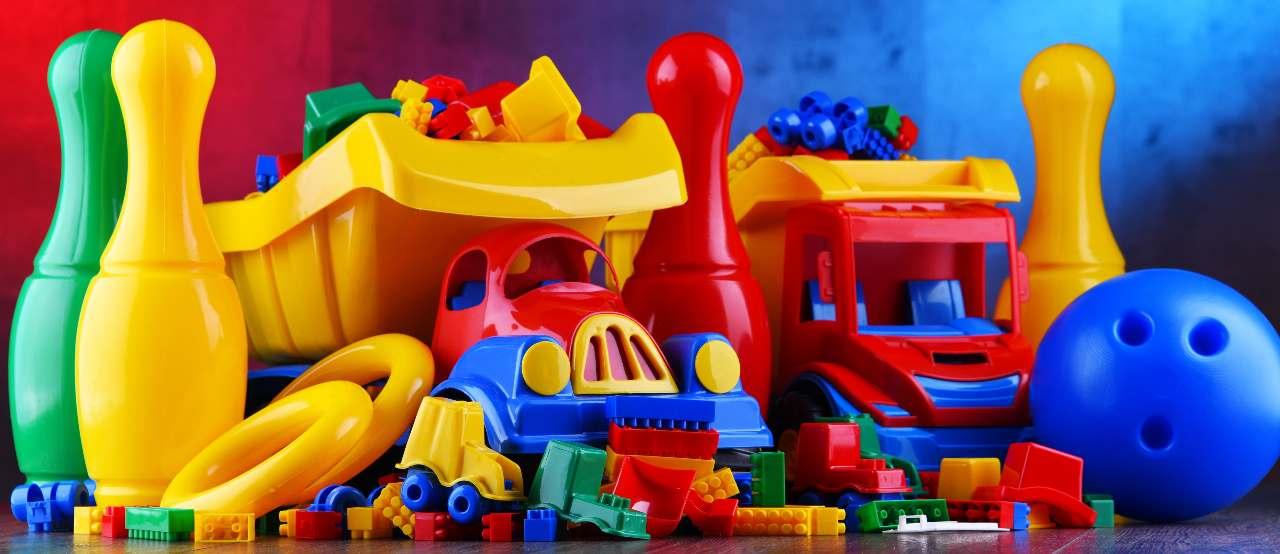 Giocattoli di plastica (Adobe Stock)