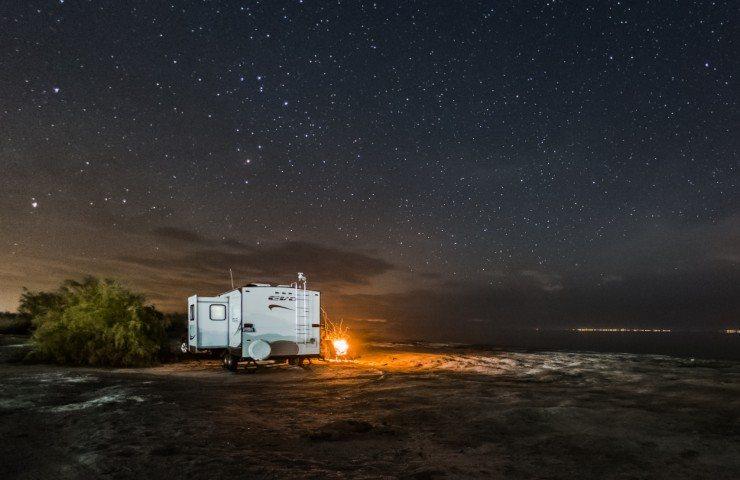 Starlink in viaggio, camper di notte