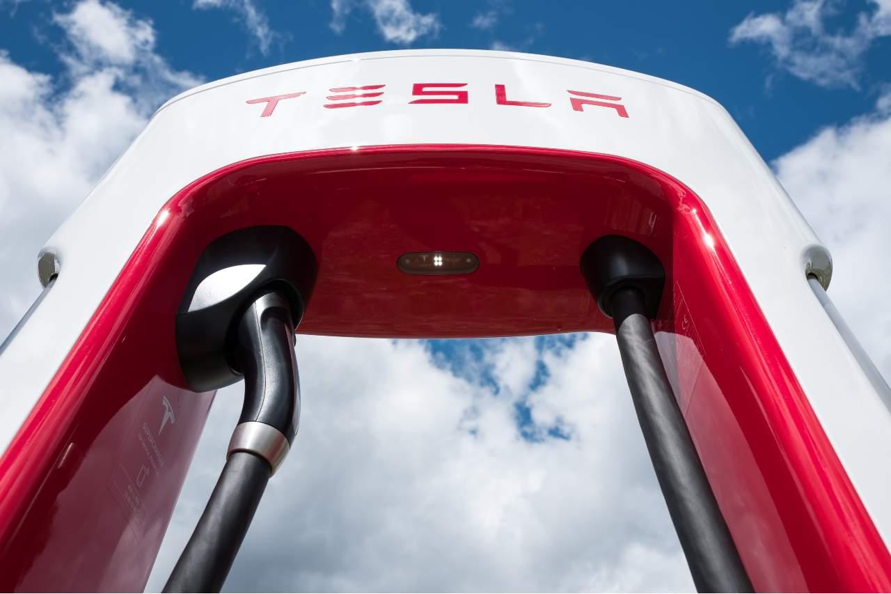 Tesla Supercharger (Adobe Stock)