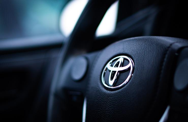 Toxota X Prologue logo Toyota (Photo by Christina Telep on unsplash)