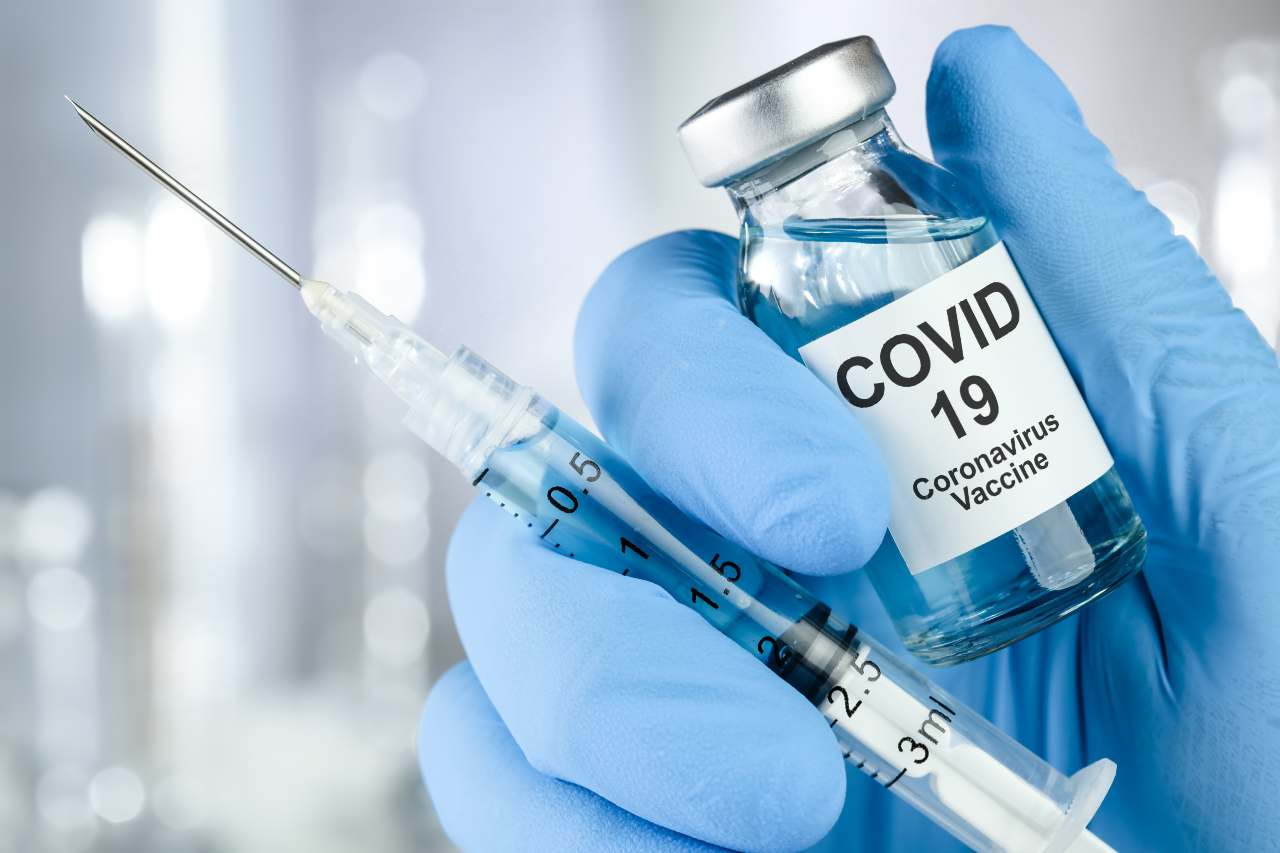 Vaccino Anti Covid Astrazeneca sospeso (Adobe Stock)