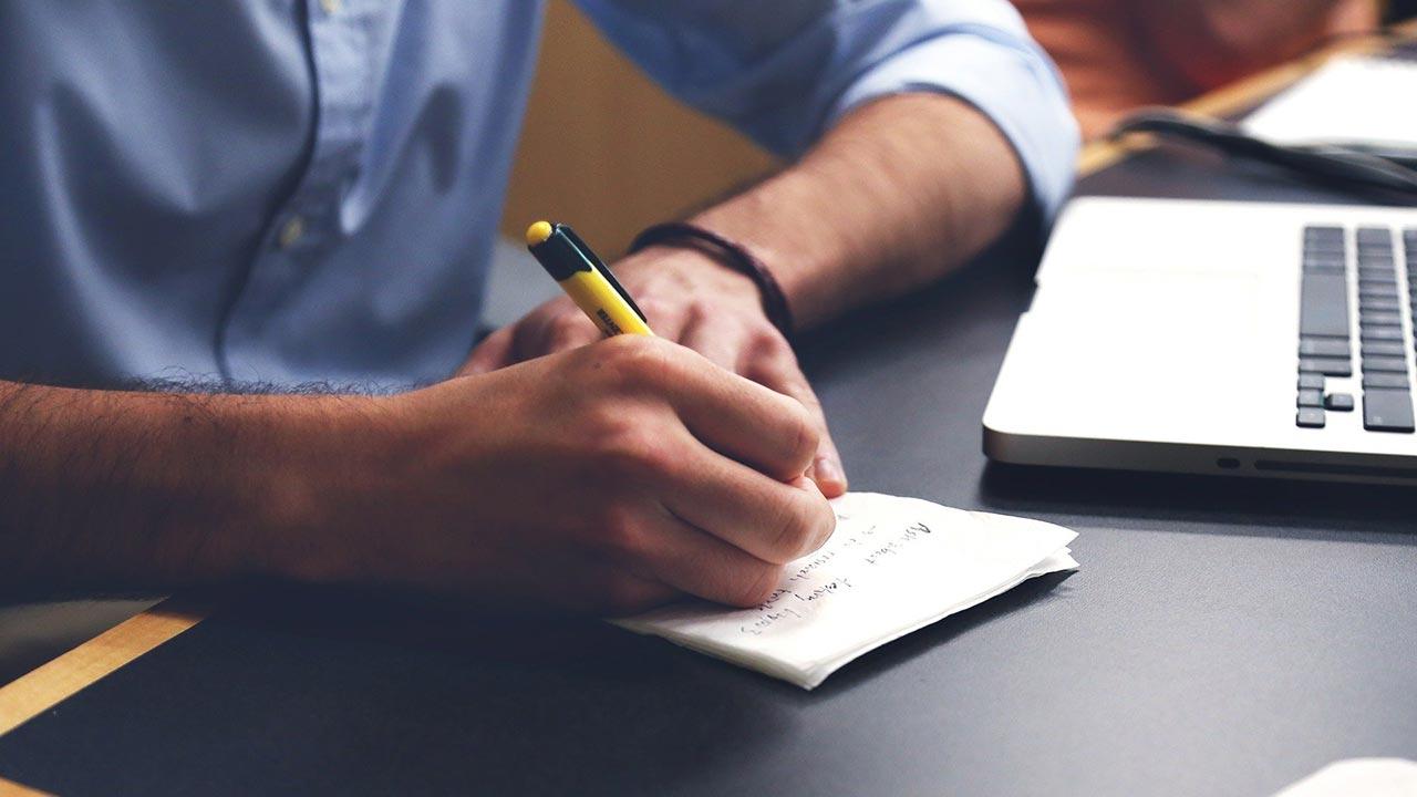 scrivere su carta