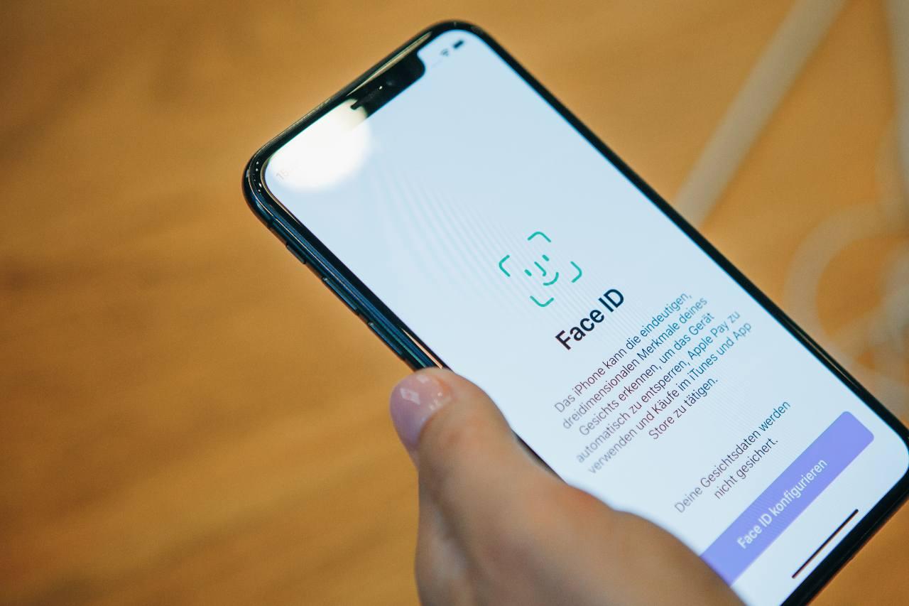 iPhone Face ID (Adobe Stock)