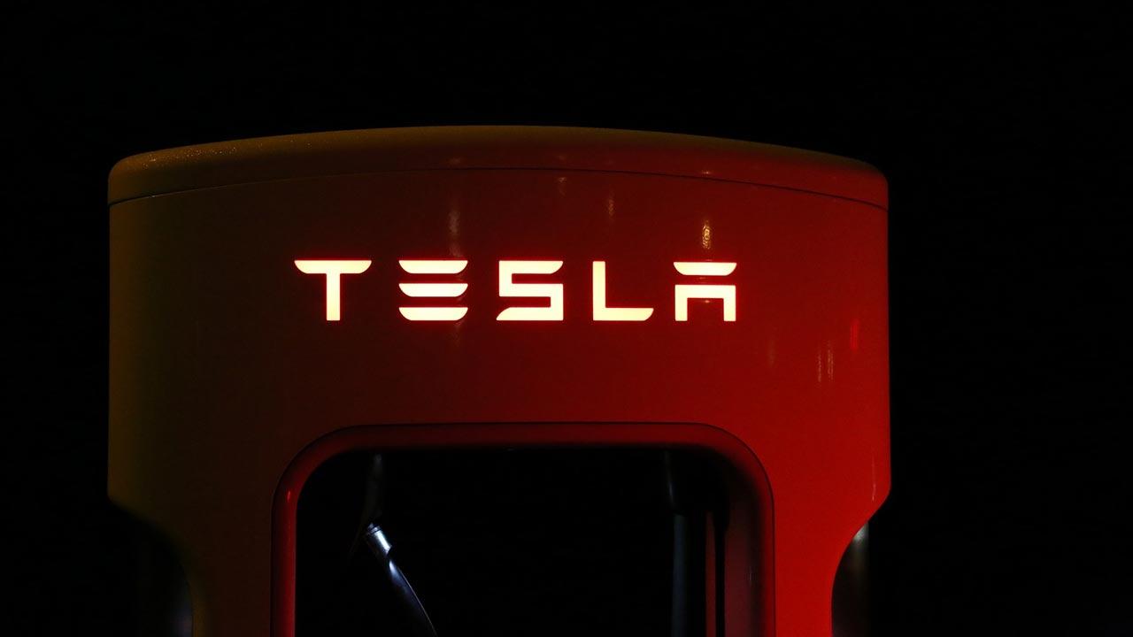 social Tesla