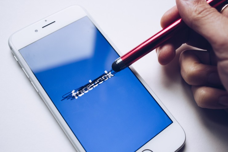 Apple iOS 14.5 Facebook accusa Apple di danneggiare gli inserzionisti
