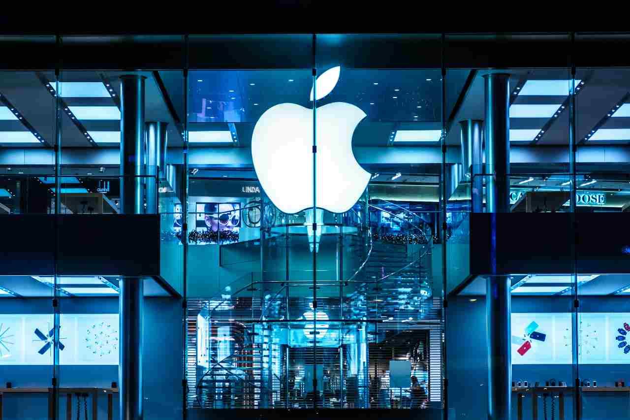 Apple, uno store (Adobe Stock)