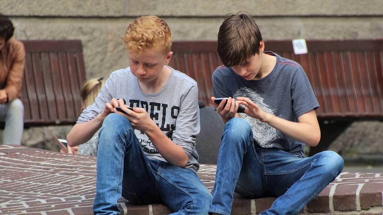 divieto smartphone dodici anni