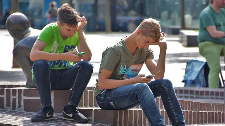 divieto smartphone dodici anni multe