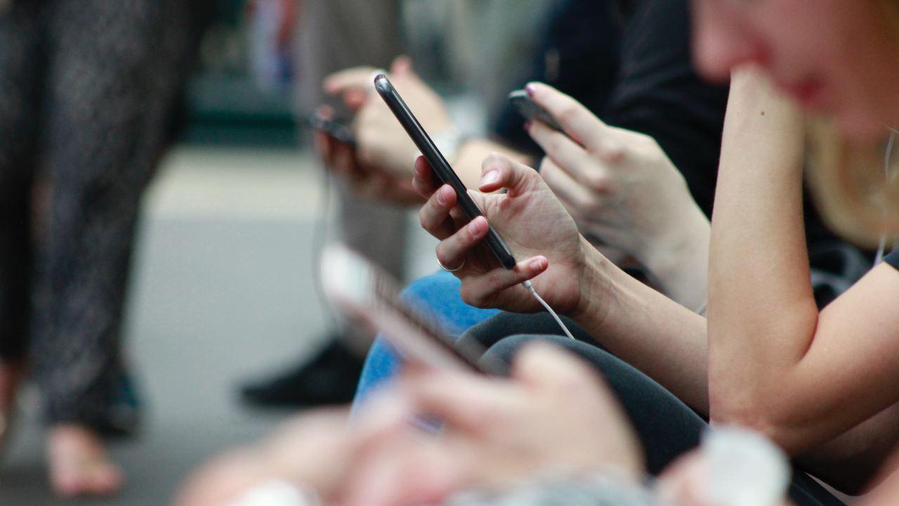 Chat Control controllo SMS E-mail Unione Europea