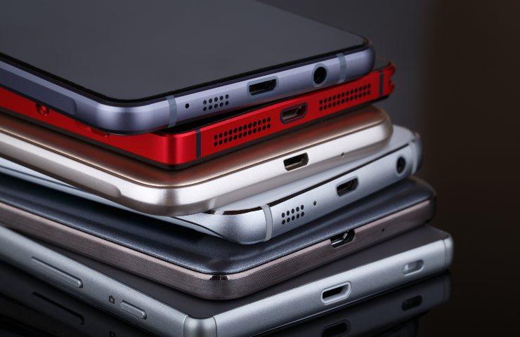 Smartphone e produttività, Senza smartphone il nostro rendimento lavorativo aumenta (Adobe Stock)