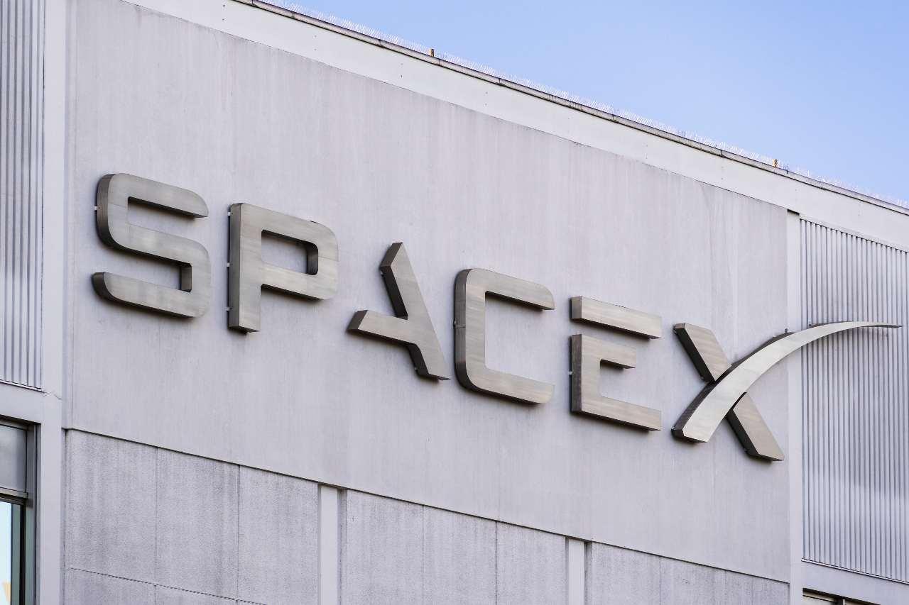 """SpaceX, """"sorella"""" di Starlink (Adobe Stock)"""