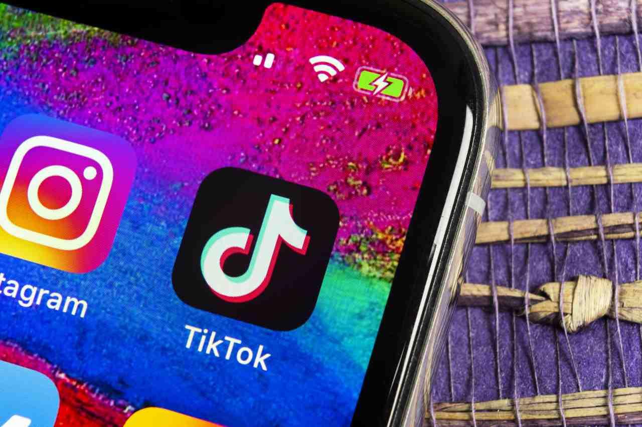 TikTok, il video misterioso della ragazza decapitata (Adobe Stock)