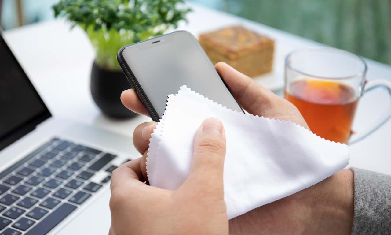 pulire iphone