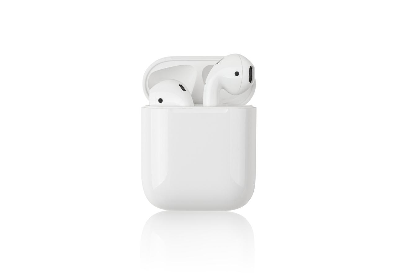 AirPods, il prodotto Apple più cercato e quello più contraffatto (Adobe Stock)