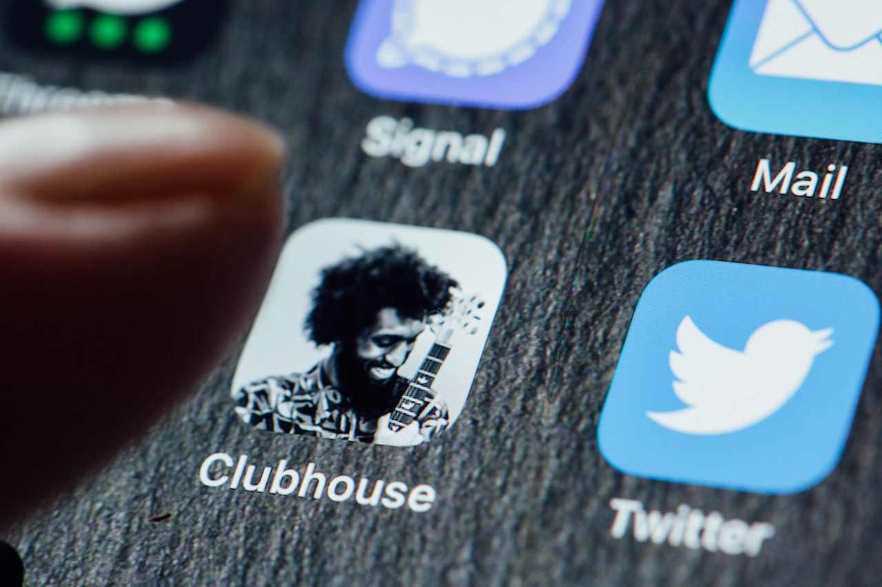 Clubhouse, app ad inviti (Adobe Stock)