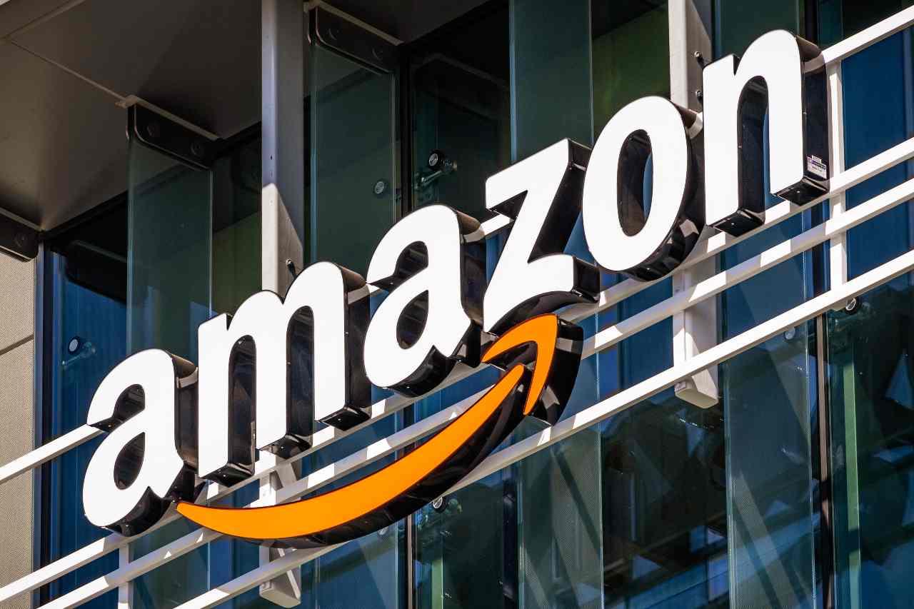 Amazon ammicca alle criptovalute (Adobe Stock)