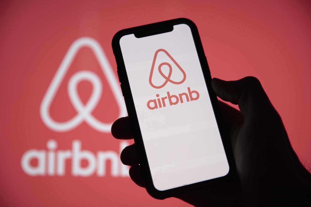 Airbnb gestisce un mercato online di alloggi, principalmente per affitti per le vacanze e attività turistiche (Adobe Stock)