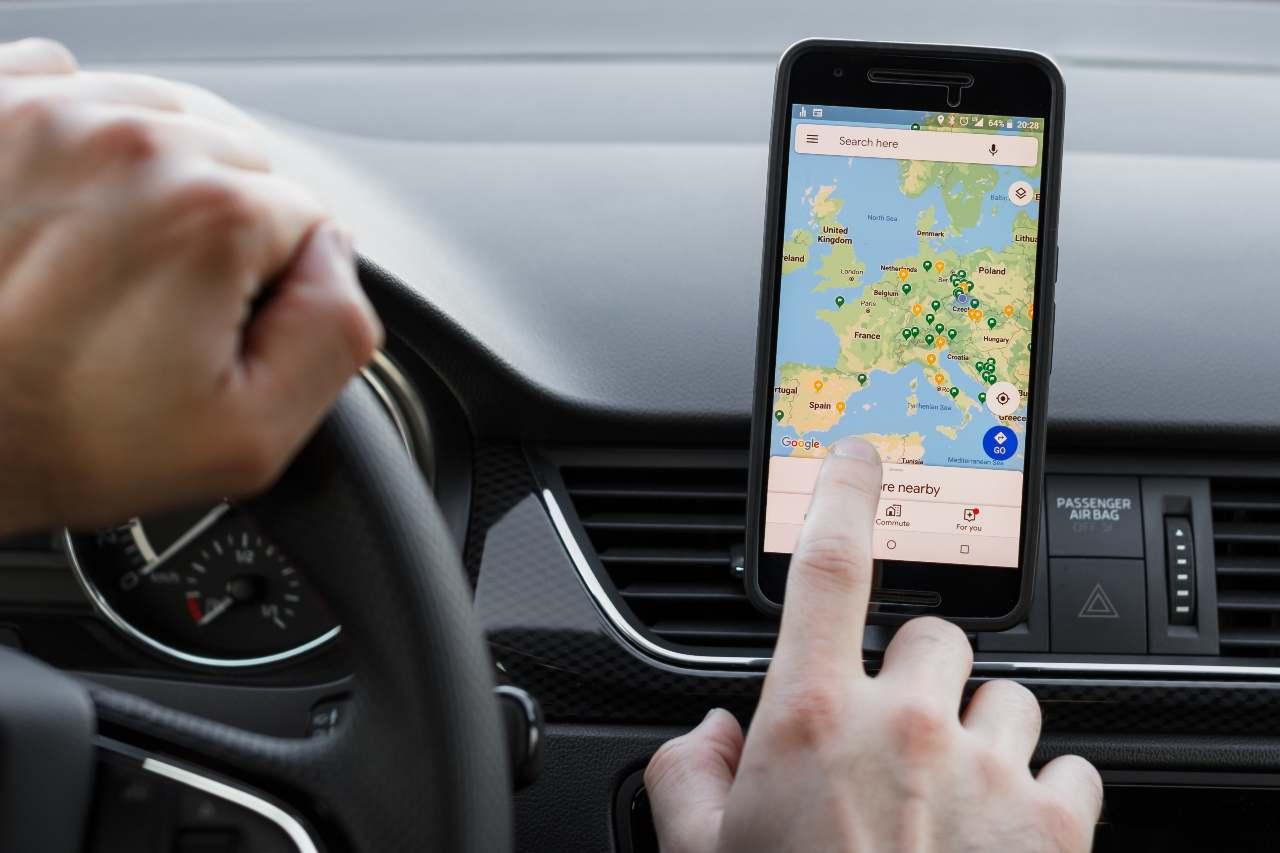 Google Maps, una delle app più amate dai viaggiatori (Adobe Stock)