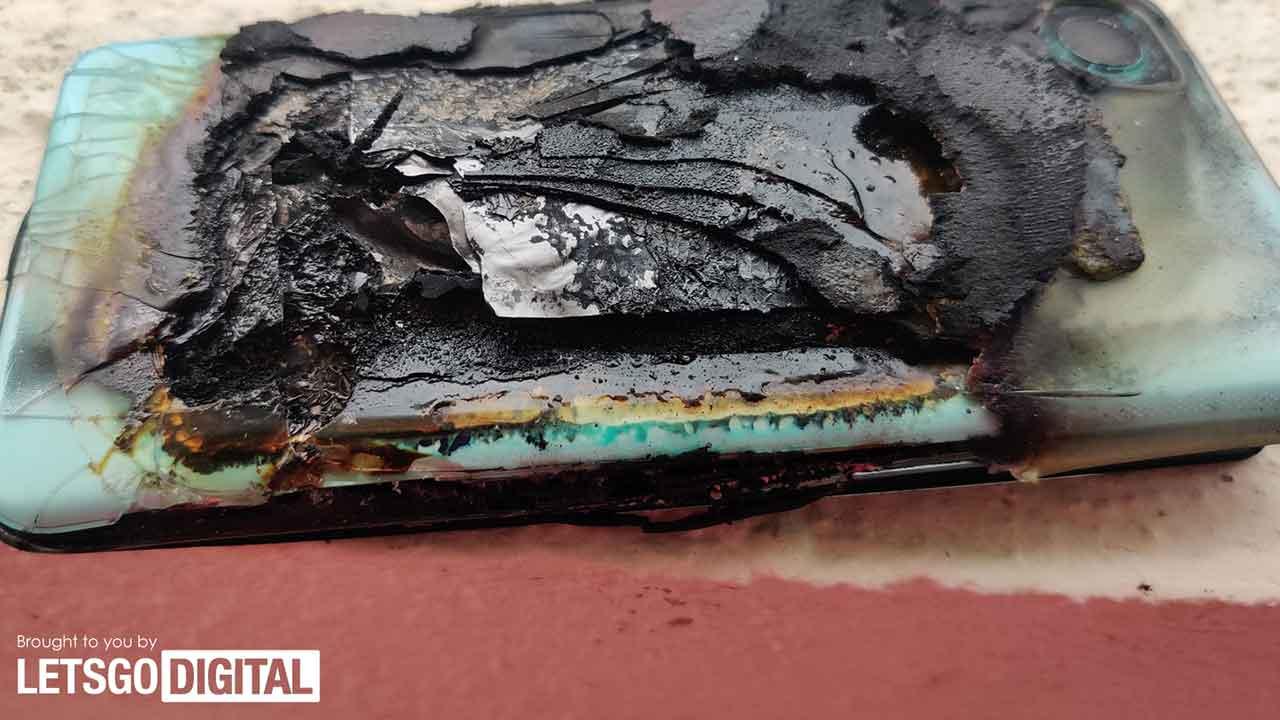 OnePlus Nord 2 distrutto India