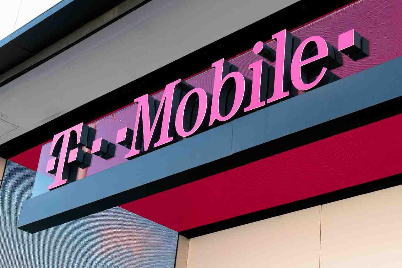 T-Mobile, operatore multinazionale di telefonia mobile costituito da società, tutte sussidiarie della Deutsche Telekom (Adobe Stock)