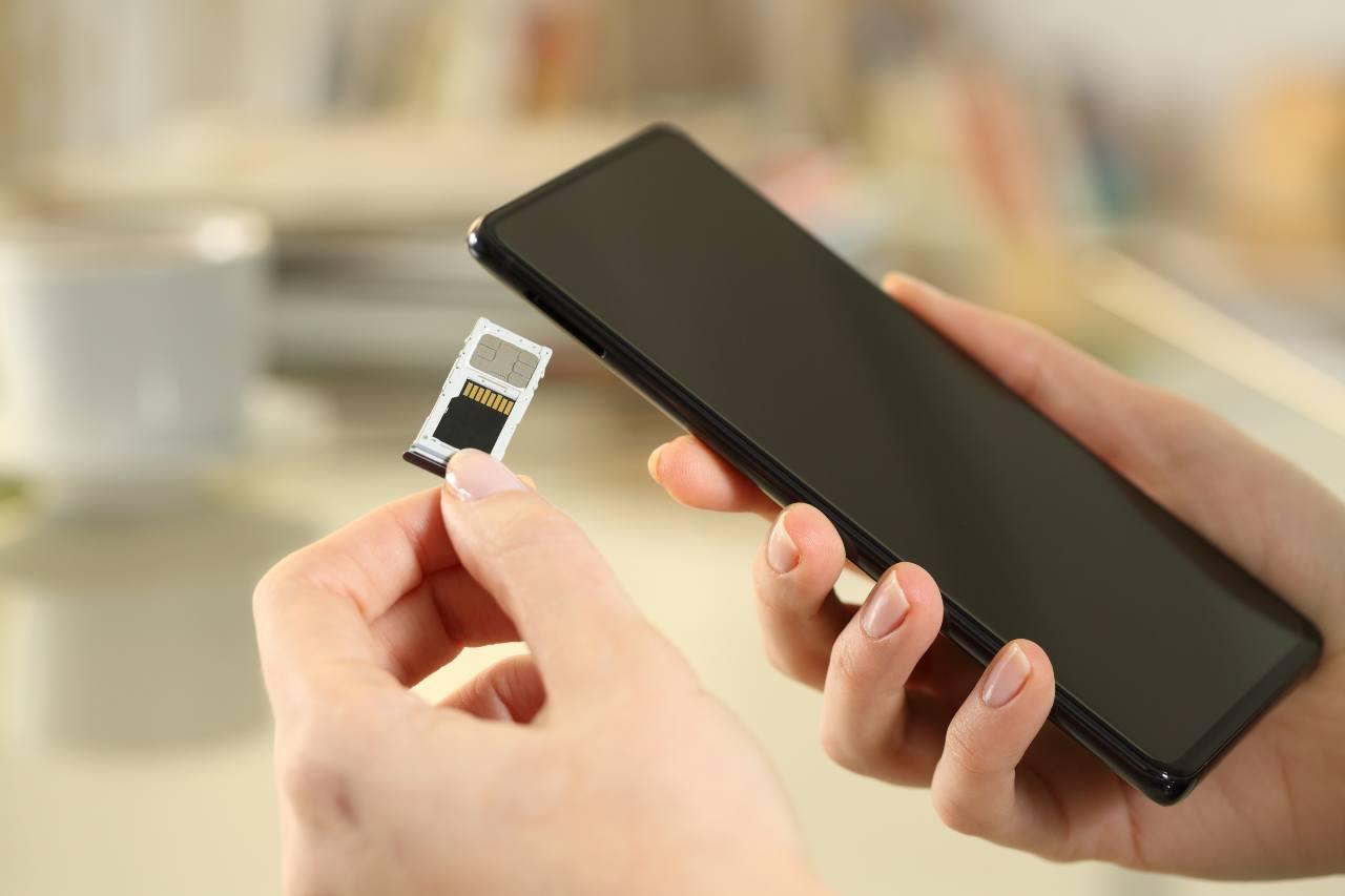 Cara e amata SIM Card, è ora di andare in pensione (Adobe Stock)