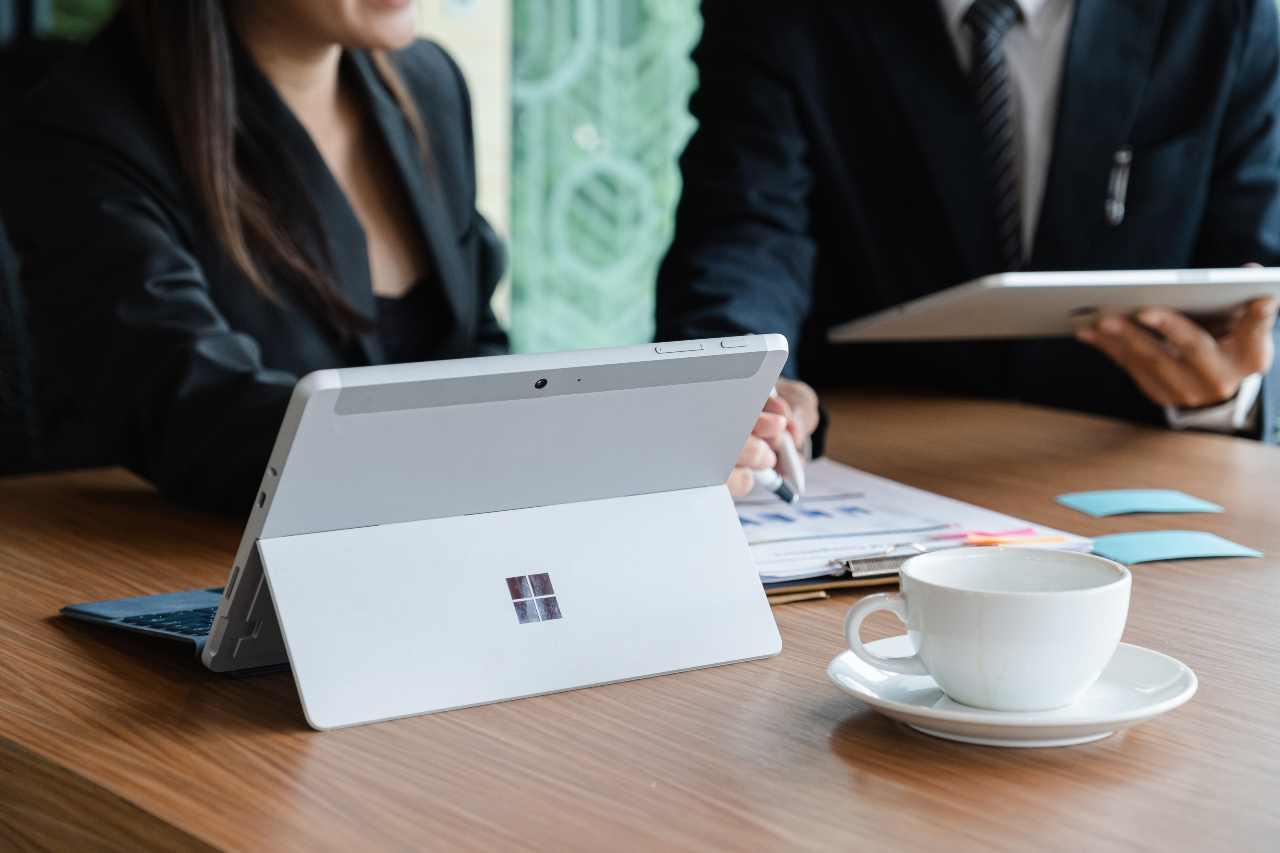 Surface Pro 8 (Adobe Stock)