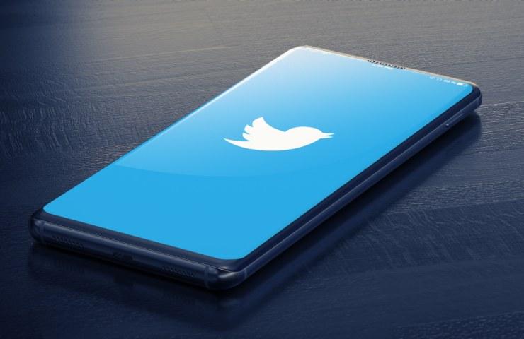 Twitter smartphone (Adobe Stock)