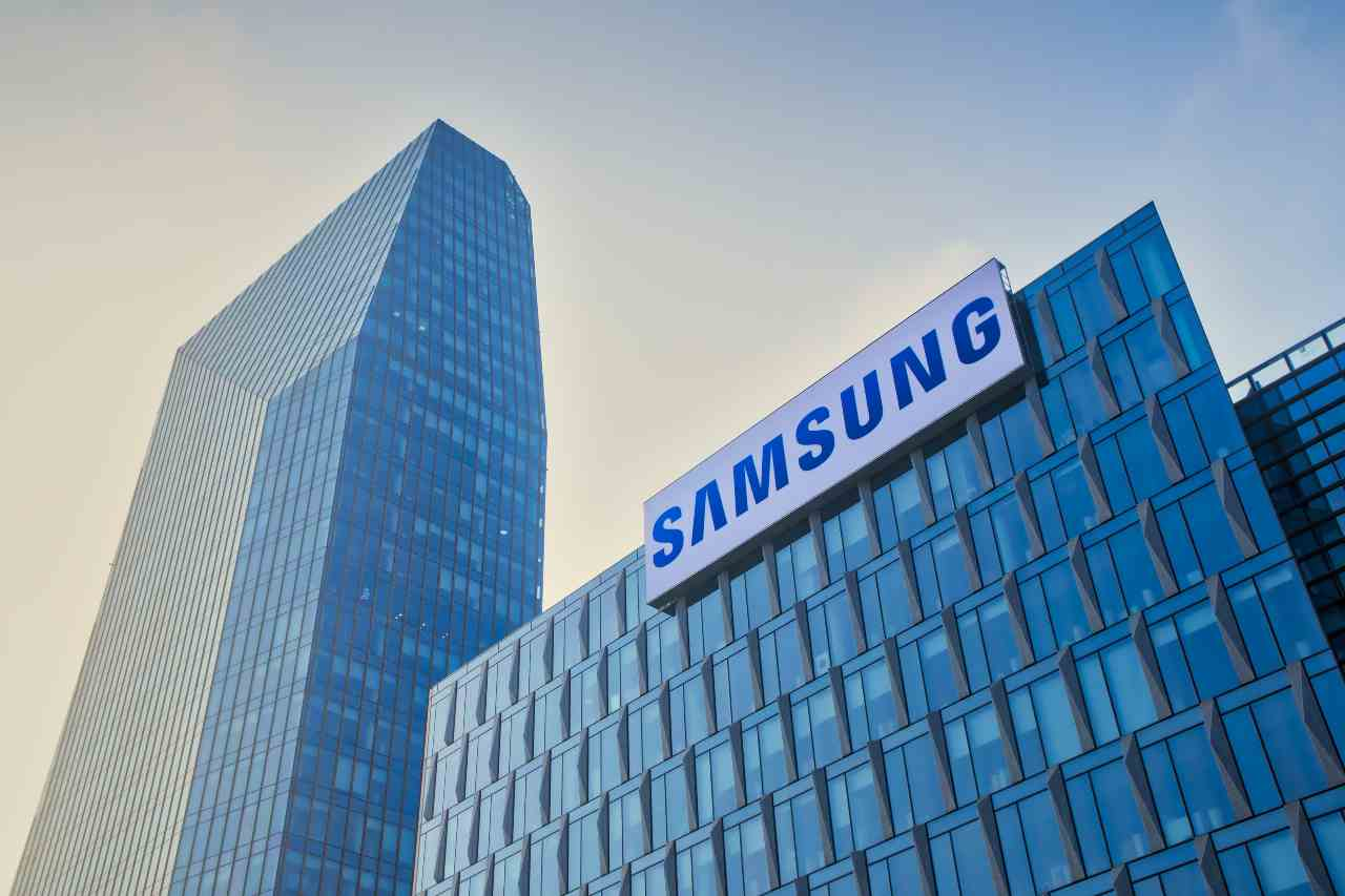 Samsung, dopo la doppia novità dei pieghevoli, i sudcoreani ritornano al futuro (Adobe Stock)