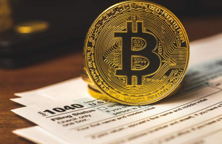 Bitcoin and Tax form (Adobe Stock)
